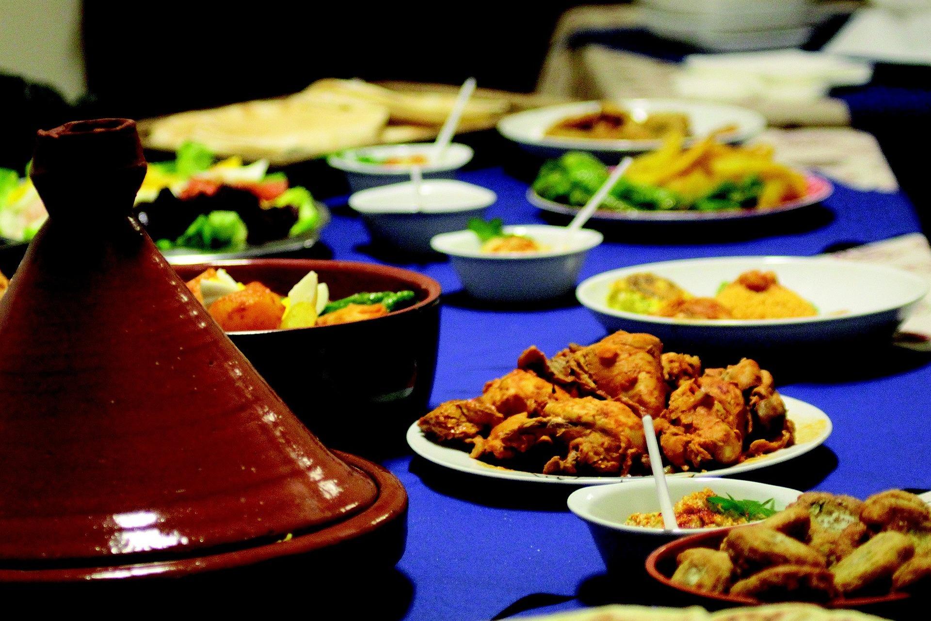 Kookworkshop - een culinaire ontdekkingstocht in de Marokkaanse keuken, samen boodschappen doen door de souks in de medina. En daarna starten met de kookcursus met lokale vrouwelijke koks