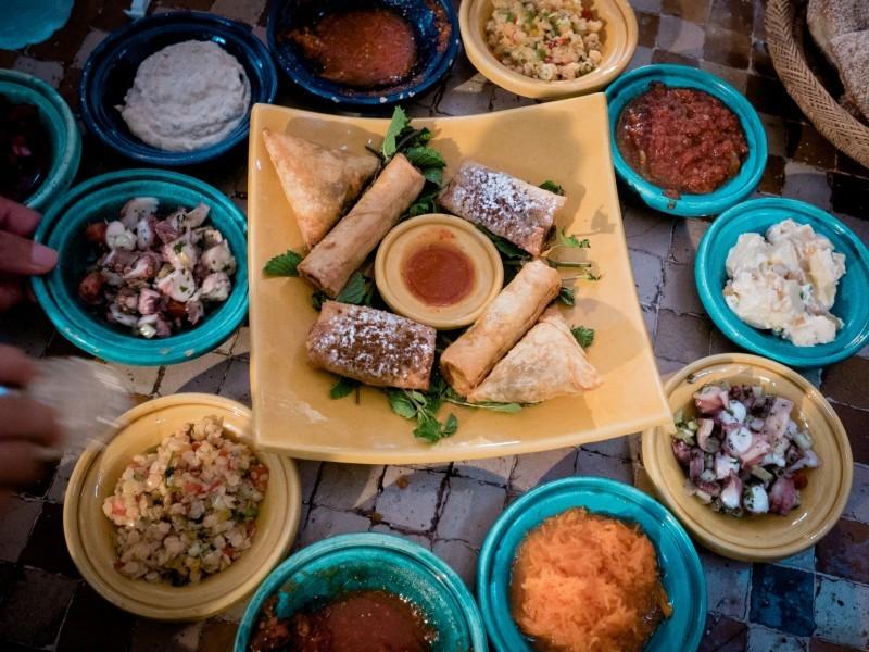 Product Kookworkshop - een culinaire ontdekkingstocht in de Marokkaanse keuken, samen boodschappen doen door de souks in de medina. En daarna starten met de kookcursus met lokale vrouwelijke koks