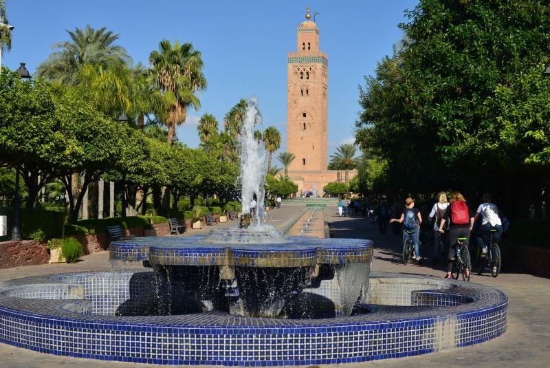 fiets langs belangrijke bezienswaardigheden zoals het Bahia paleis, Koutoubia Moskee en de Saudische graven.